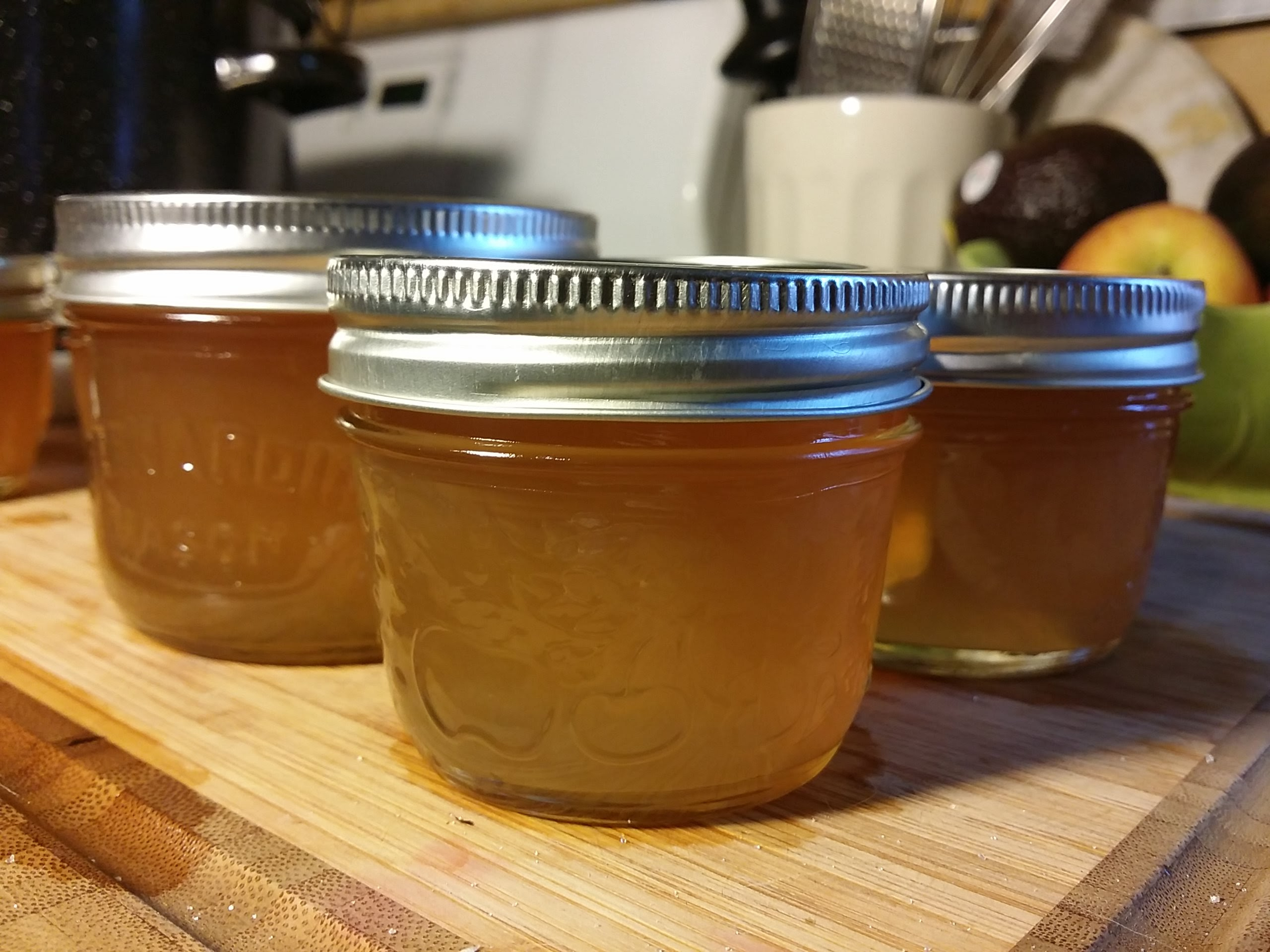 queen anne's lace jelly in small mason jars